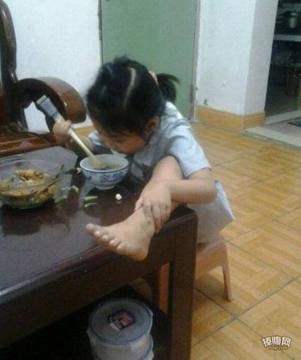 女汉子小时候是怎么吃饭的