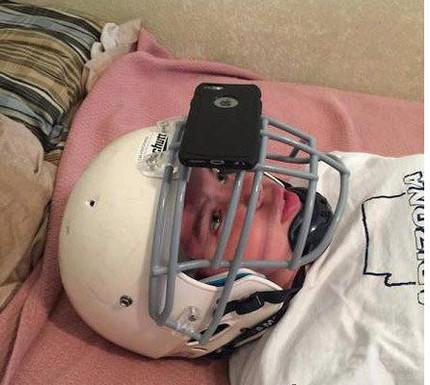 再也不怕在床上玩手机被砸脸了